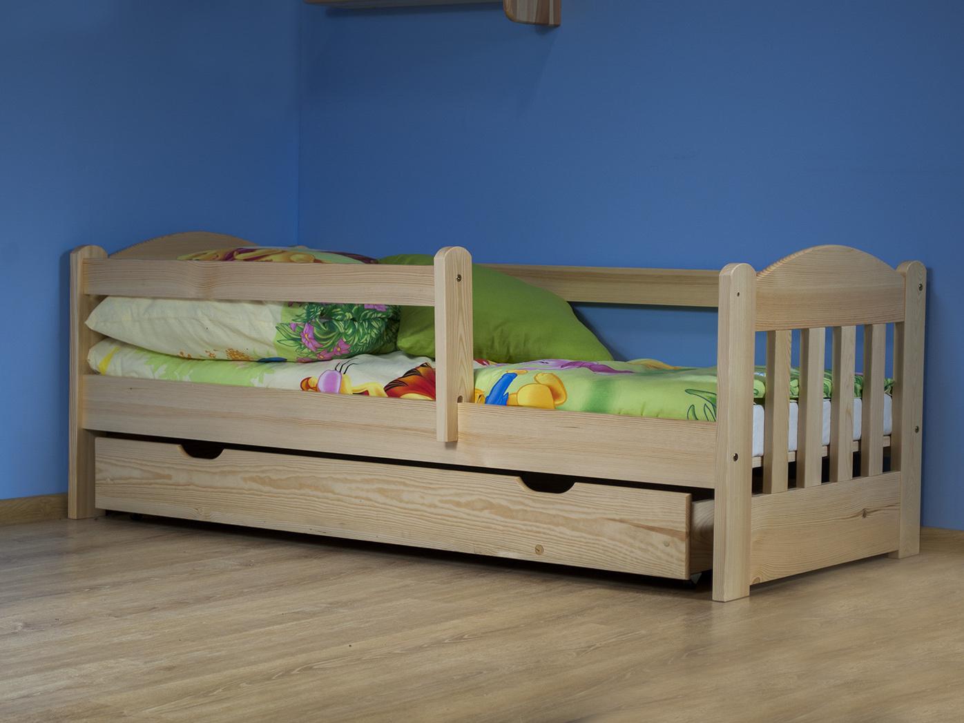 MAGNAT Dětská postel OLA 70x160 cm s matrací a roštem, masiv borovice